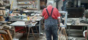 houtbewerker bezig