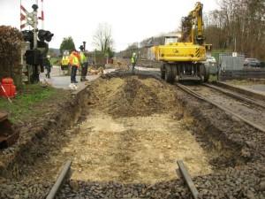 Foto: het cunet in aanleg voor de overweg in het zuidelijke spoor (101).